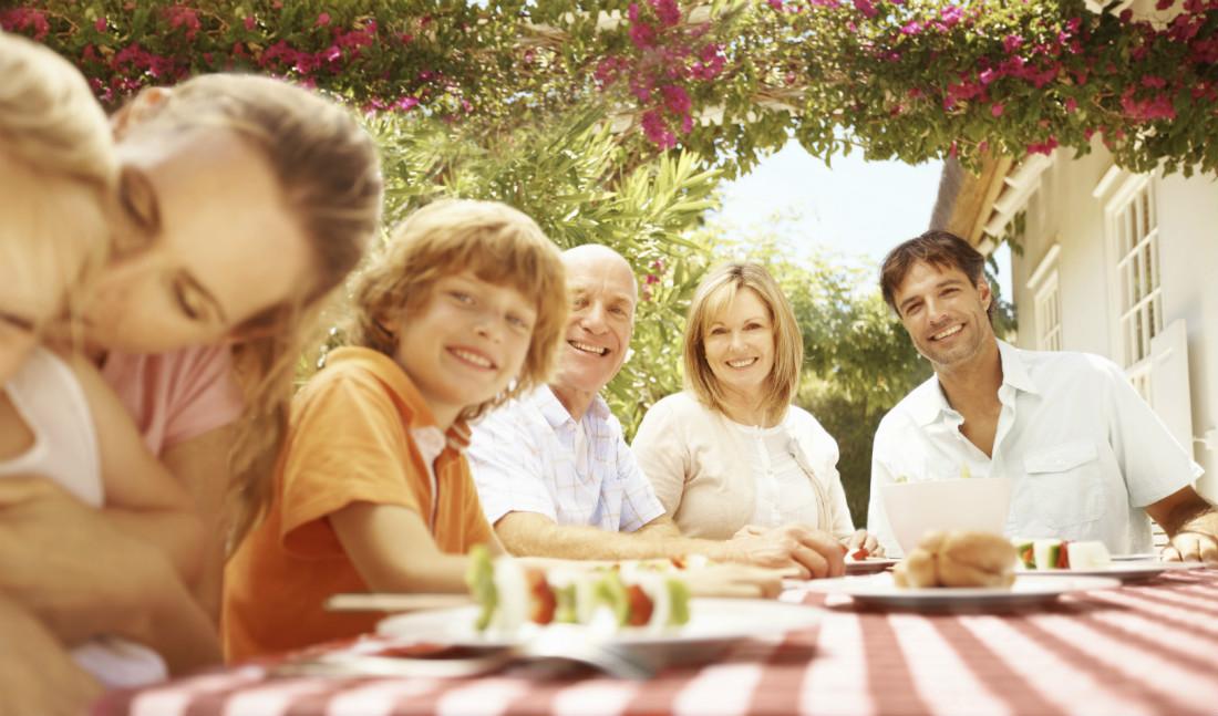 family dinner / iStock